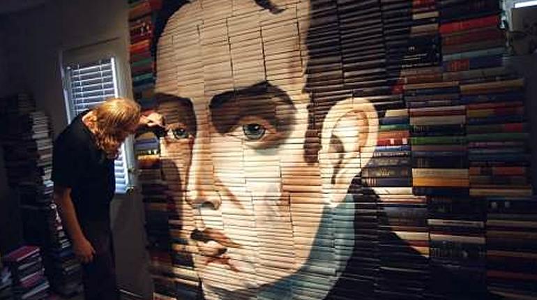 Статья, Невероятные книжные инсталляции, Около книг
