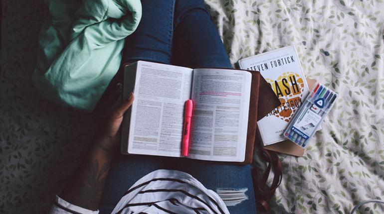 Статья, Как правильно читать мотивационные книги и где найти силы для внедрения прочитанного, Вокруг книг