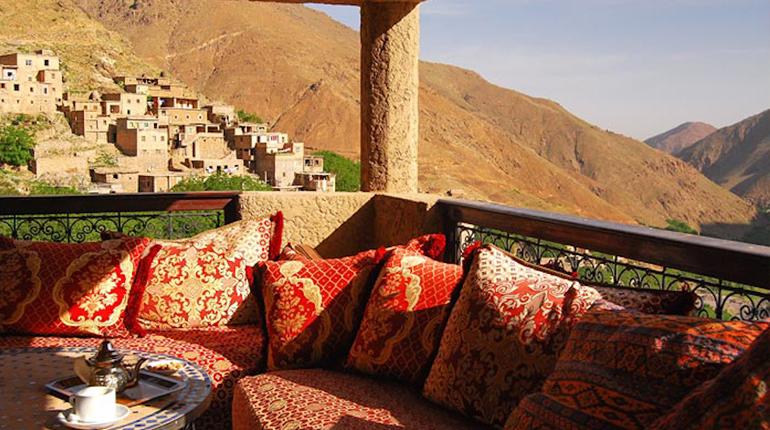 Дом в Марокко, Вокруг книг
