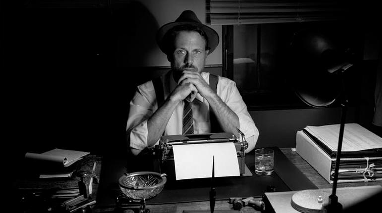 Статья, 10 биографических фильмов о жизни великих писателей, Вокруг книг