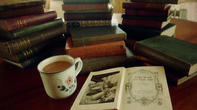 Что может повлиять на стоимость старых книг, Вокруг книг