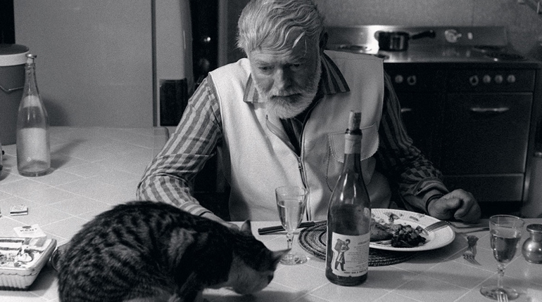 Фотография, Эрнест Хемингуей с алкоголем