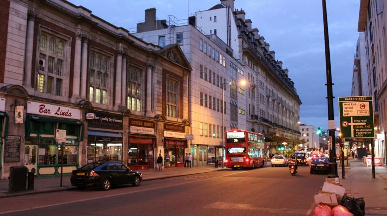 Улица Baker Street, Вокруг книг