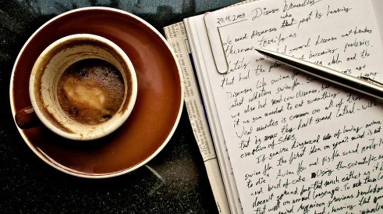 Стаття, Ніколи не пізно почати: письменники, які прийшли в літературу після 40 років, Вокруг книг