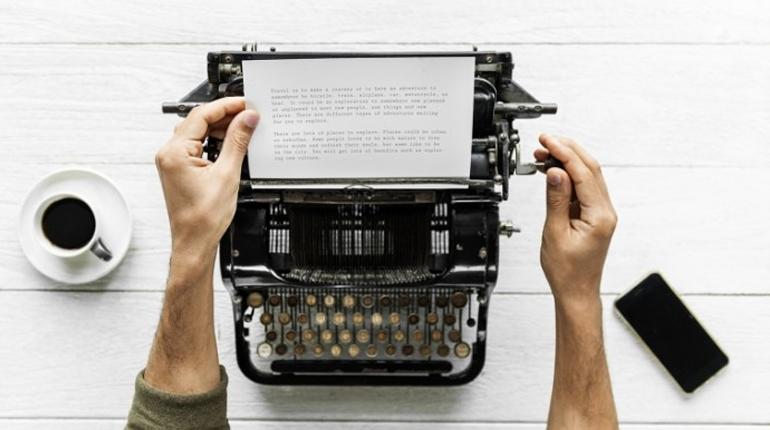 Стаття, 8 успішних книг, про написання яких їх автори дуже пошкодували, Вокруг книг
