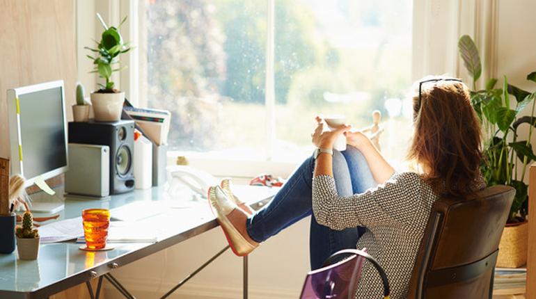 Статья, Советы из книг: как обустроить офис дома и работать эффективнее, Вокруг книг