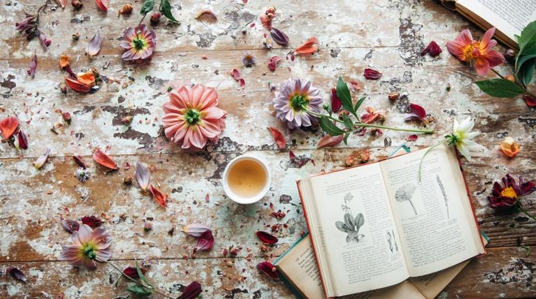 Стаття, Весняний букет: книги з «квітковою» назвою